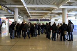 Los empleados de Spanair en las Islas no descartan demandar a  Artur Mas por el cierre
