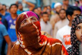 Al menos 25 muertos en el incendio de un rascacielos sin medidas de seguridad de Bangladesh