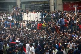 Fuego en un rascacielos de Bangladesh