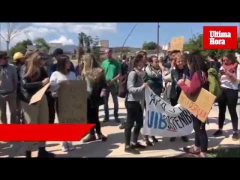 Estudiantes de la UIB protestan contra el cambio climático