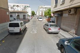 Hallan muerto a un hombre en una calle de Palma con una jeringuilla en el brazo