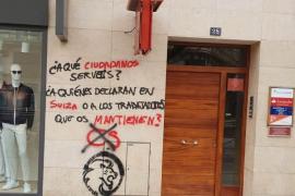 Pintadas contra la fachada de la sede de Ciudadanos