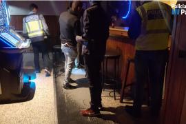 La policía clausura un conflictivo local de Gomila y detiene a tres personas