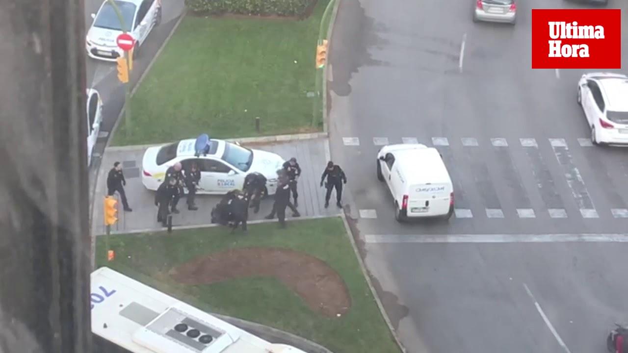 Detenido por amenazar con dos cuchillos a los transeúntes en Palma