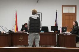 Condenado por agredir a dos policías nacionales en un centro médico de Palma