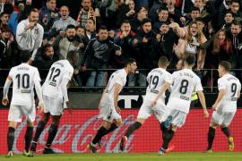 El Valencia supera a un discreto Real Madrid y deja la Champions a punto