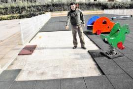 La Policía Local de Andratx investiga el robo del suelo de caucho del parque infantil de sa Coma
