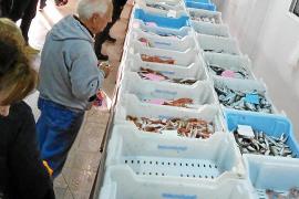 Los pescadores de Alcúdia rompen moldes con un servicio de venta bajo pedido