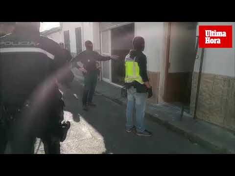 La Policía derriba con martillos compresores las puertas blindadas de los narcos en La Soledad