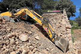 Los 'margers' empiezan a reparar el talud que se desplomó en la carretera de Lluc