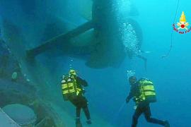Un grupo de pasajeros del 'Concordia' denuncia al capitán por abandonarlos