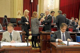 La tensión vuelve al Parlament y el PSM compara la política lingüística del Govern con la de Franco