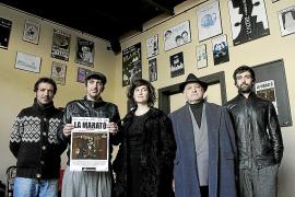 Los actores de la compañía La Impaciència corren 'La marató' en el Teatre del Mar