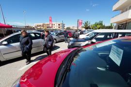 La décima edición de la Feria de Vehículos de Ocasión de Sant Jordi, en imágenes (Fotos: Marcelo Sastre).