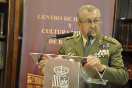 Morenés confirma en el cargo al jefe de la Unidad Militar de Emergencias, José Emilio Roldán