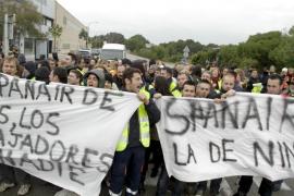 Un centenar de trabajadores de Spanair se concentran ante su call-center de Palma