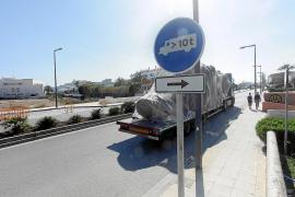Nueva señalización en avenida 8 d'Agost para descongestionar el acceso a la ciudad de Ibiza