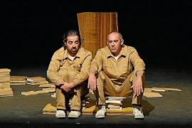 La adaptación teatral de la novela de Manuel de Pedrolo, 'L'etern mecanoscrit', en Santa Eugènia