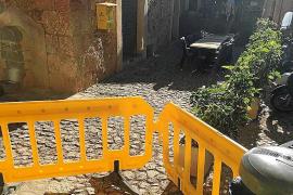 Unas pruebas para renovar el suelo de piedra de Biniaraix desatan la polémica