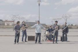 La música folklórica de Balcan Bus suena en el Café Club de Es Gremi