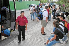 El transporte escolar hacia los institutos está en el aire por los impagos del Govern