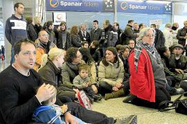 Madrid sancionará a las aerolíneas que han subido precios por el cierre de Spanair