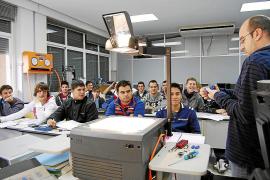 El STEI-i denuncia la supresión de 70 plazas de docentes de Secundaria y FP