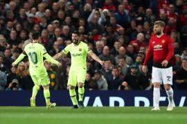 El Barcelona vence por primera vez en Old Trafford y afronta con ventaja la vuelta