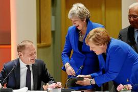 Merkel y Macron chocan por las condiciones de la segunda prórroga del 'Brexit'