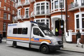 Assange, detenido por una orden de extradición de EEUU