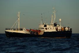 El 'Alan Kurdi' considera que el puerto seguro es el de Malta y no emite petición a puertos del Estado