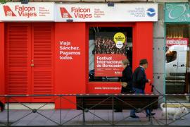 El PSOE recurre la campaña del PP «Falcon Viajes» por «mostrar a las hijas de Sánchez»