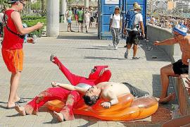 Cort recurrirá a una empresa para cobrar las multas a turistas incívicos