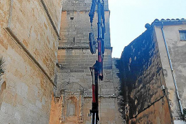 Las matracas regresan al campanario de la iglesia de Sineu después de medio siglo