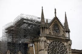 Dos tercios de la techumbre de Notre Dame han sido pasto de las llamas