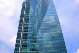 Desalojado el rascacielos Torre Espacio de Madrid por una amenaza de bomba
