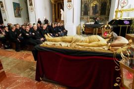La procesión del Cristo Yacente en Ibiza, en imágenes (Fotos: Marcelo Sastre).