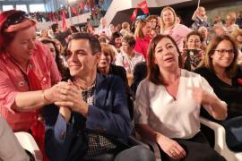 Pedro Sánchez desborda las previsiones y pide el voto ante unas 2.400 personas en Palma