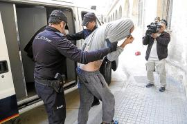 Un hombre, a su ex: «Pon en Google 'hacha Mallorca' y verás lo que haré contigo»