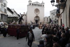 La procesión del Sant Enterrament echa el cierre a la Semana Santa de Palma