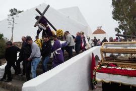 La procesión del Viernes Santo en Santa Eulària, en imágenes (Fotos: Marcelo Sastre).
