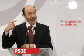 Rubalcaba ofrecerá a Rajoy cooperación contra ETA y confrontación si recorta derechos