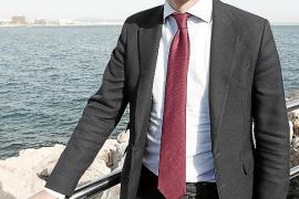Pablo Casado: «No se puede estar en esa equidistancia como Armengol»