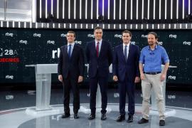 Sánchez presume de poner rumbo a la España social, y Casado y Rivera le atacan por pactar con independentistas