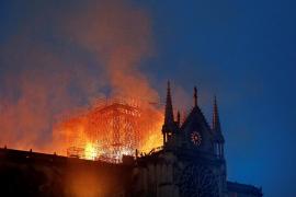 Colillas en los andamios donde surgió el fuego de Notre Dame