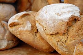 El Gobierno baja el IVA del pan