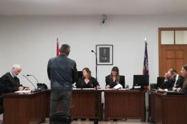 Condenado a año y medio de cárcel por amenazar a su pareja con un hacha en Palma