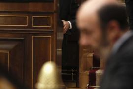 Rajoy y Rubalcaba se acusan mutuamente haber mentido en la campaña electoral