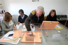 La localidad de Villarroya tarda menos de un minuto en votar