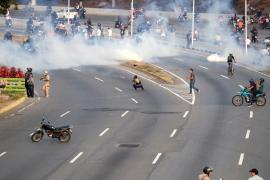 Reina la confusión en Caracas tras los pronunciamientos del chavismo y la oposición